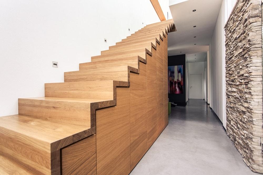 Privat-Kleiderschrank-Sideboard-Treppe-mit-Kastenunterbau